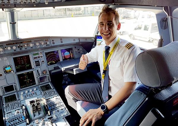 ARDEX Absolvent im Cockpit